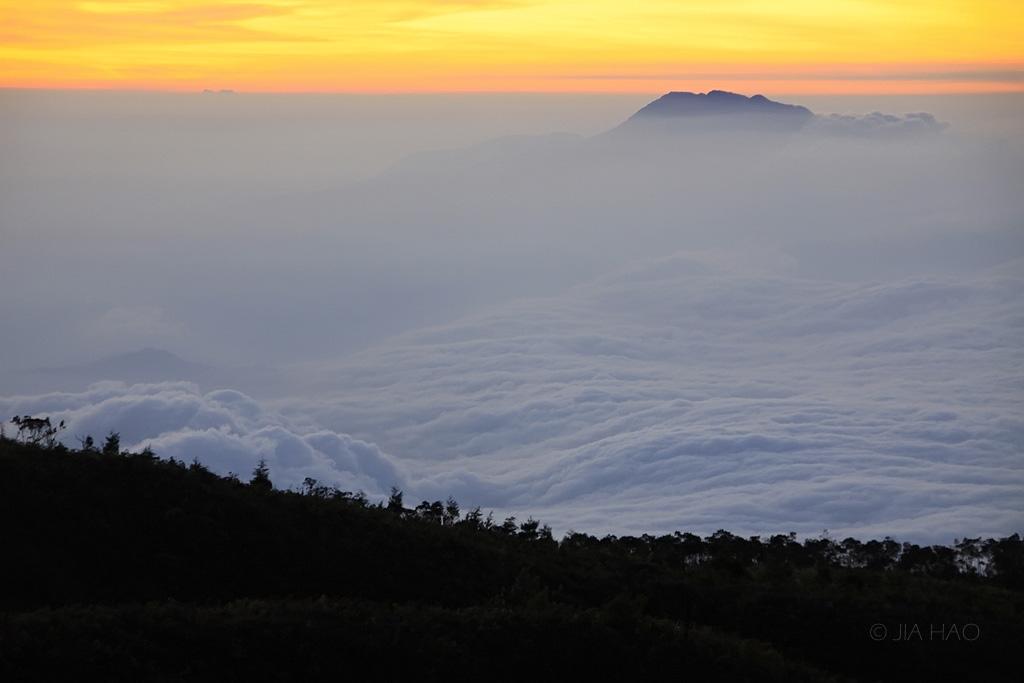 03-g-ungaran-above-a-cloud-sea