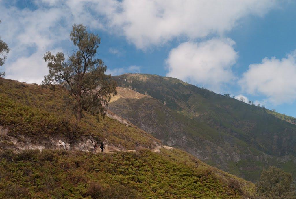 merapi-path-to-crater-rim