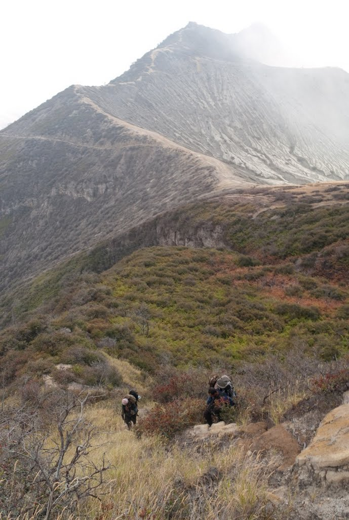 merapi-steep-non-visibal-path-2