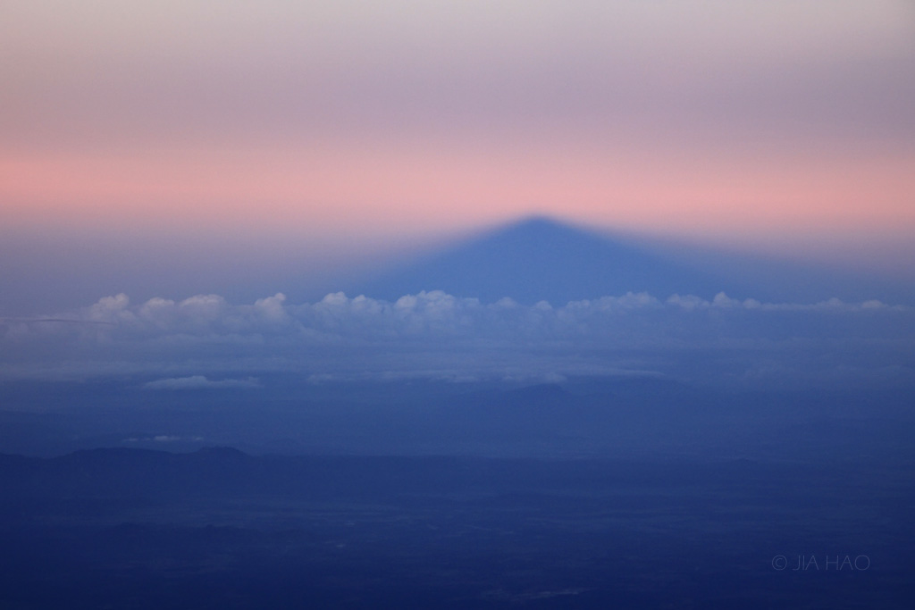 08-morning-shadow-of-the-mountain