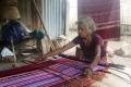 Weaving traditional Timorese tais in village near Ossu (Nicholas Hughes, July 2018)